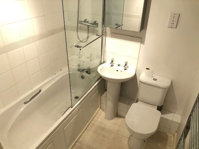 2 Bed Apartment Flat/apartment To Rent - Photograph 11