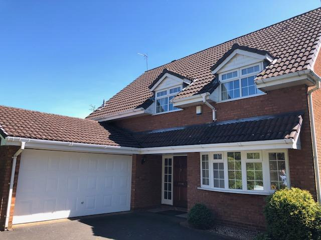 4 Bedroom Detached House To Rent - Photograph 1