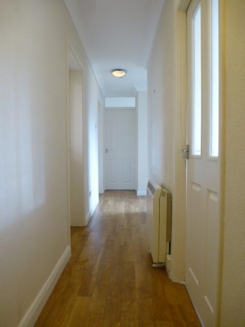 2 Bed Apartment Flat/apartment To Rent - Hallway