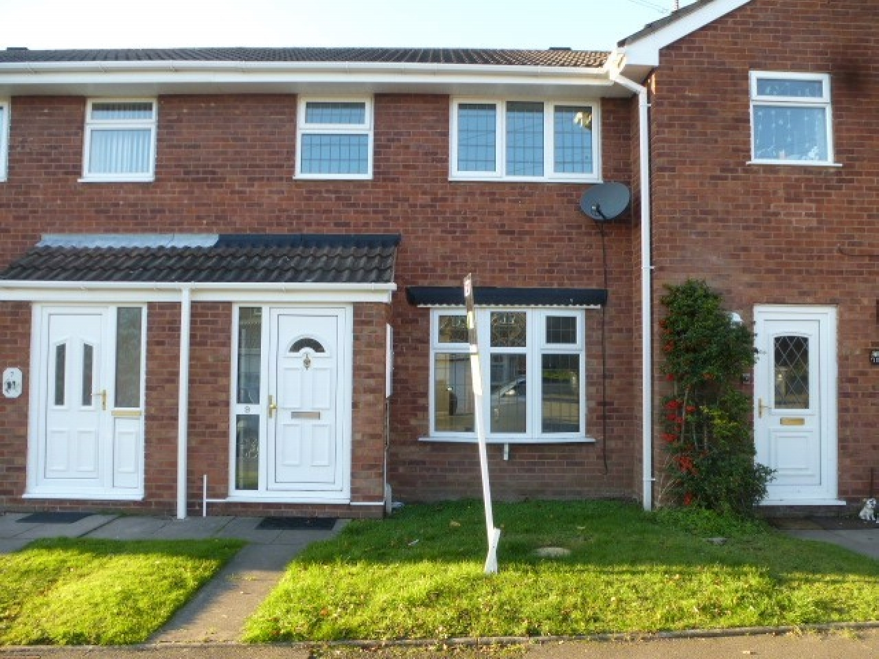 2 Bedroom Mid Terraced House To Rent Image 1