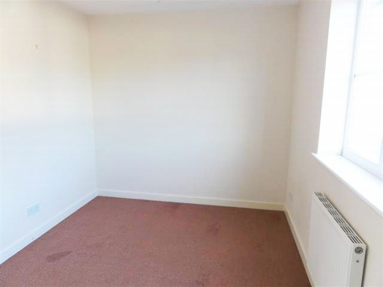 2 Bed End Terraced House For Sale - Photograph 4