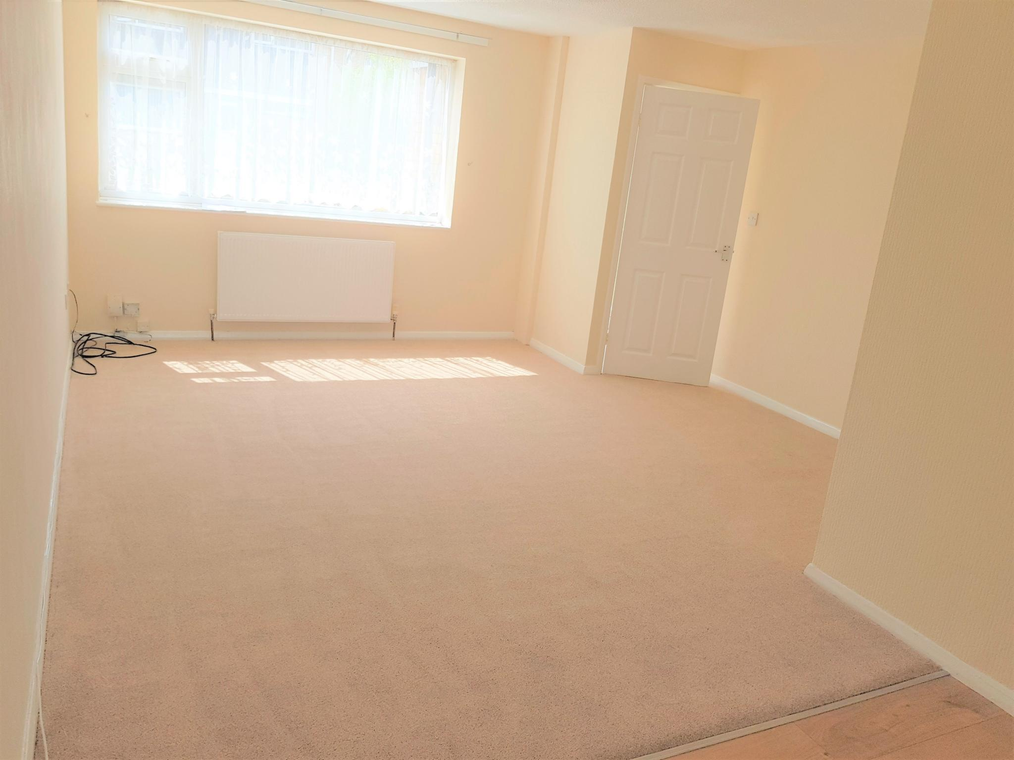 3 Bed Semi-detached House To Rent - Through Lounge