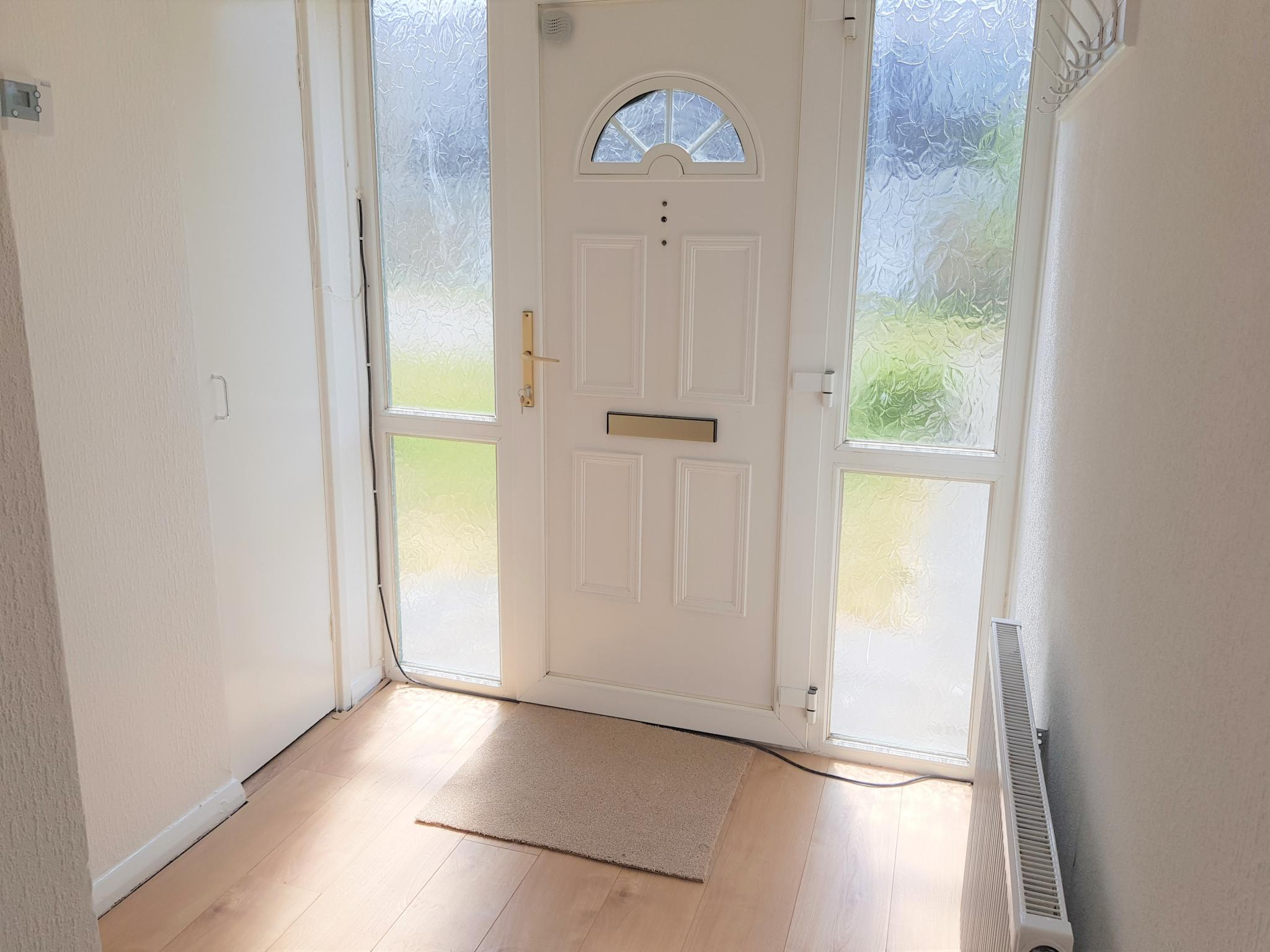 3 Bed Semi-detached House To Rent - Inner Hall Way