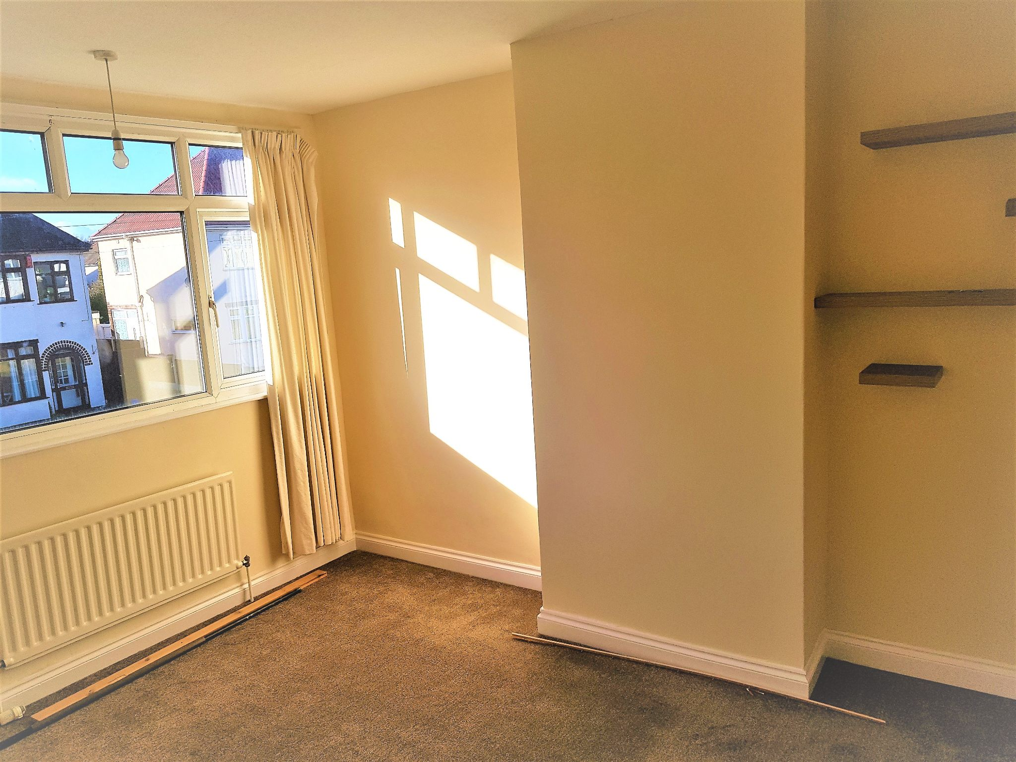 4 Bedroom Semi-detached House To Rent - Photograph 7
