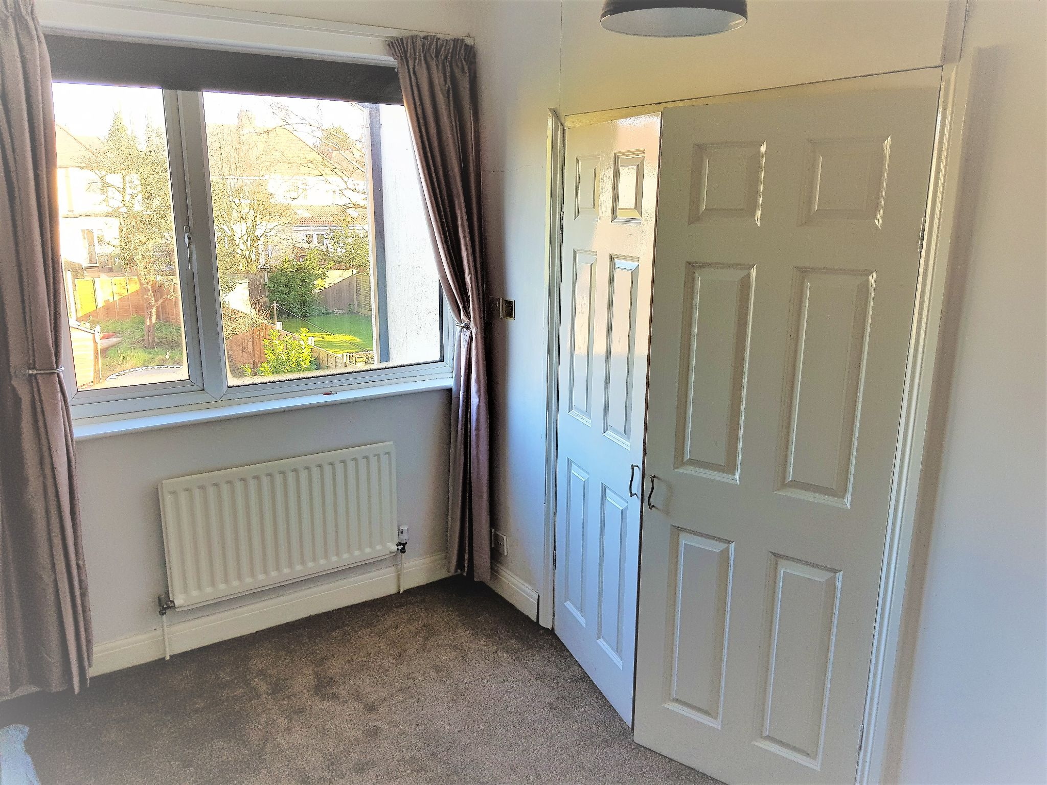 4 Bedroom Semi-detached House To Rent - Photograph 11