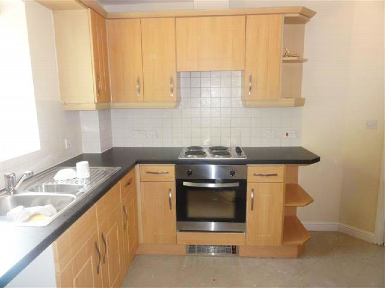 3 Bed Apartment Flat/apartment To Rent - Photograph 3