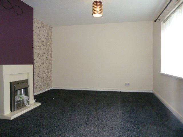 4 Bed Mid Terraced House To Rent - Photograph 4
