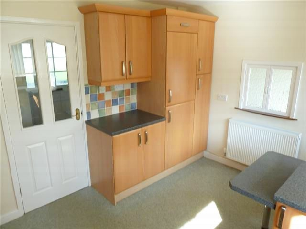 3 Bed Detached Bungalow To Rent - Photograph 5