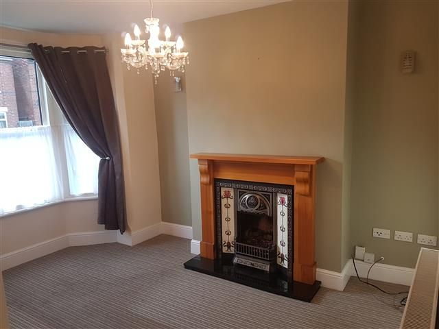 2 Bed End Terraced House To Rent - Photograph 2