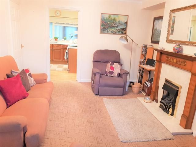 3 Bed Semi-detached House For Sale - Reception Room