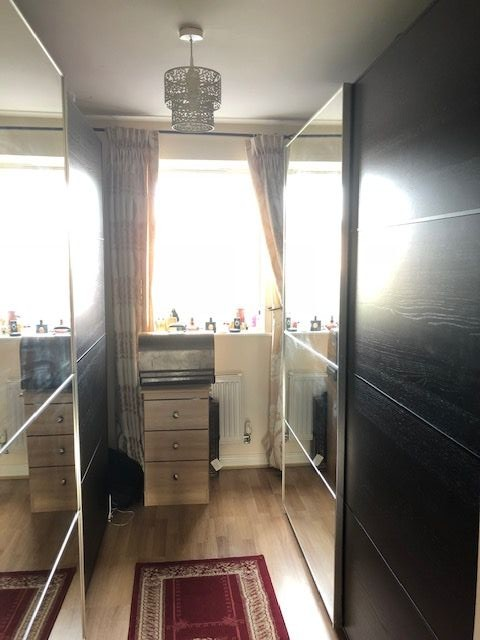 4 Bedroom Mews House To Rent - Bedroom 1 Dressing Area