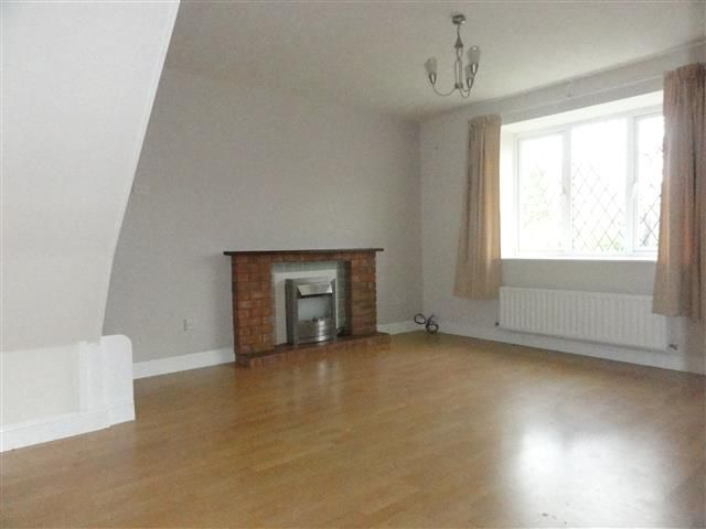 2 Bed Semi-detached House To Rent - Lounge