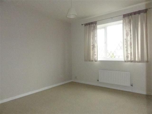 2 Bed Semi-detached House To Rent - Bedroom 1