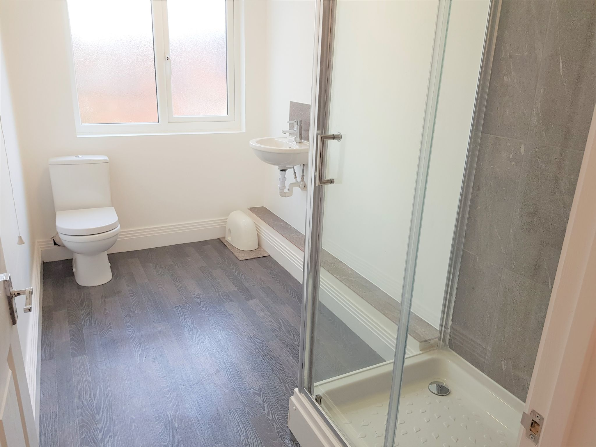 3 Bedroom Apartment Flat/apartment To Rent - Shower Room