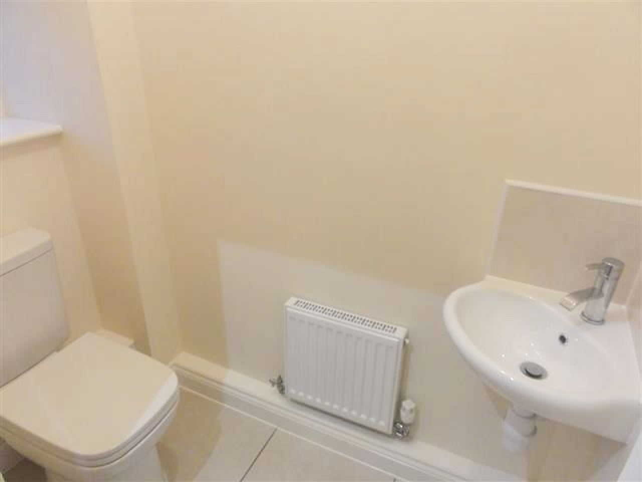 3 Bedroom Detached House To Rent - Photograph 10