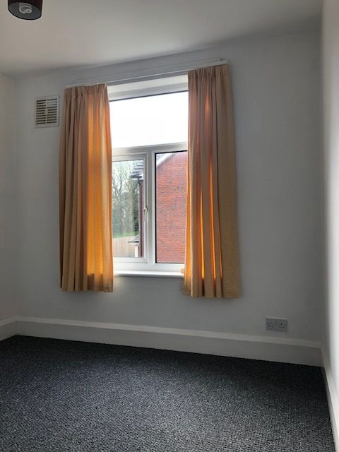 3 Bedroom Mid Terraced House To Rent - Photograph 9