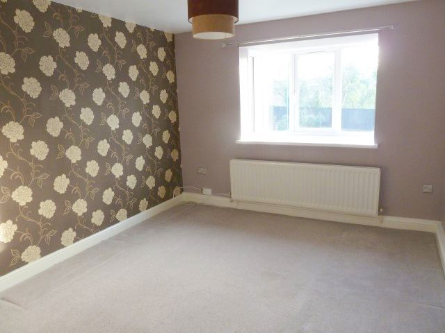 2 Bed Maisonette Flat/apartment To Rent - Photograph 2