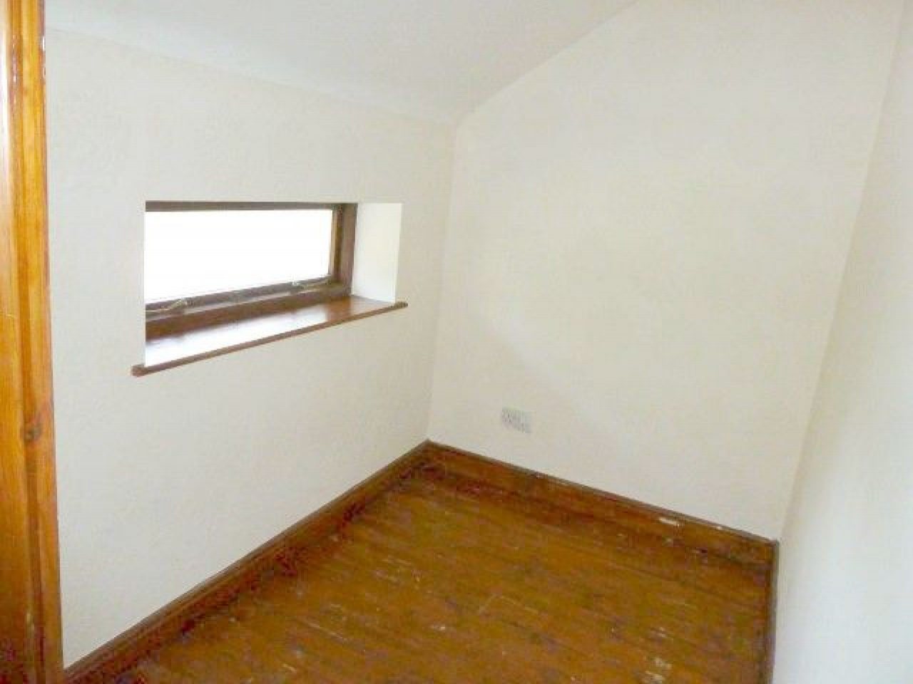 2 Bedroom Terraced Bungalow For Sale - Photograph 6