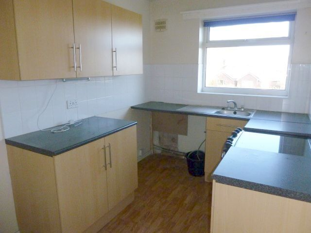 3 Bed Flat Flat/apartment To Rent - Photograph 3