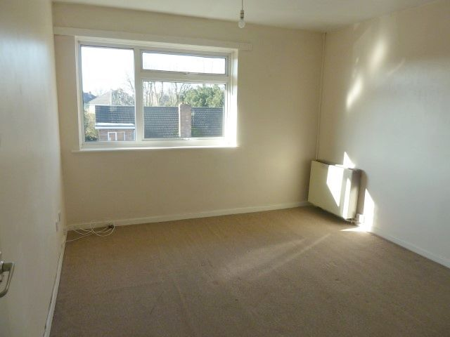 3 Bed Flat Flat/apartment To Rent - Photograph 4