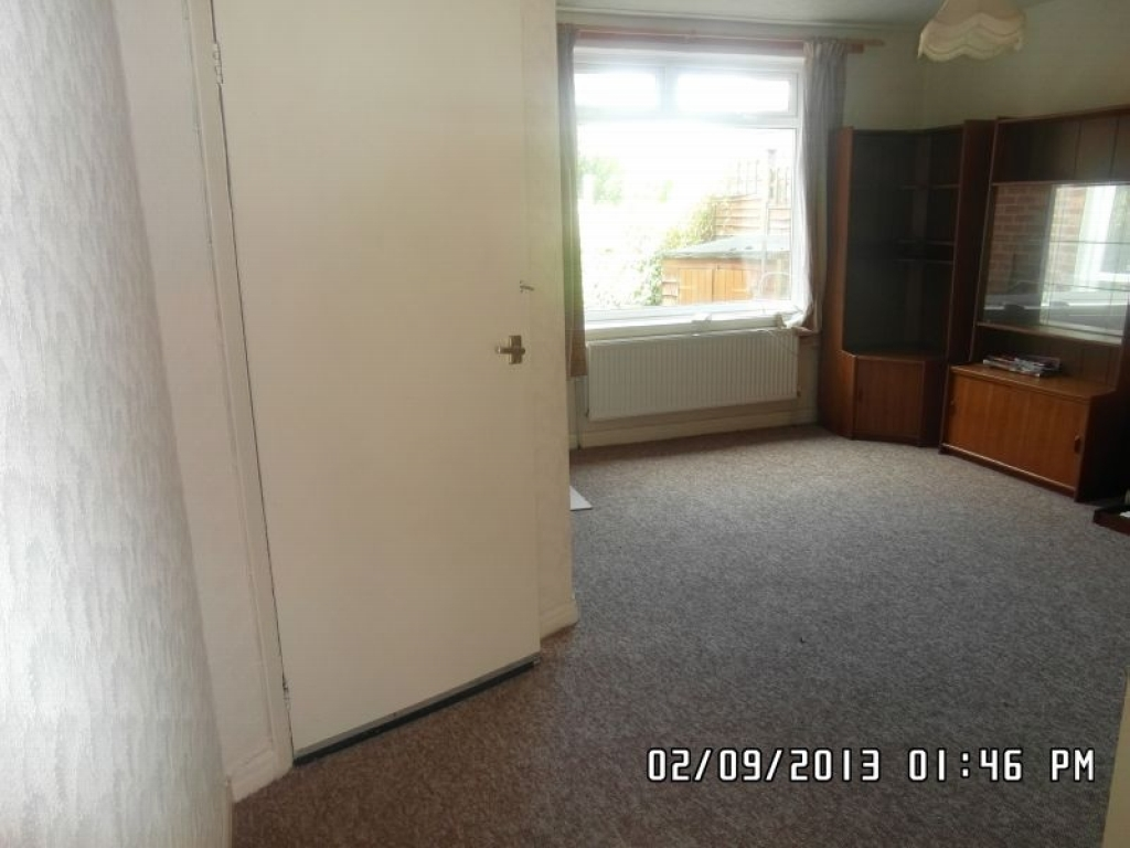 1 Bed Ground Floor Maisonette Flat/apartment For Sale - Photograph 3