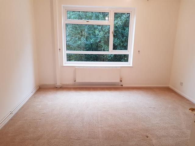 2 Bed Apartment Flat/apartment To Rent - Master Bedroom