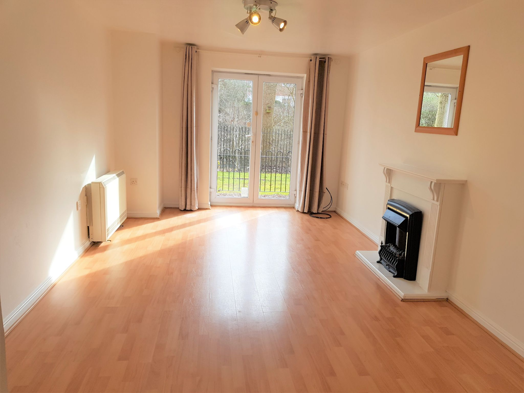 2 Bedroom Ground Floor Flat/apartment For Sale - Lounge