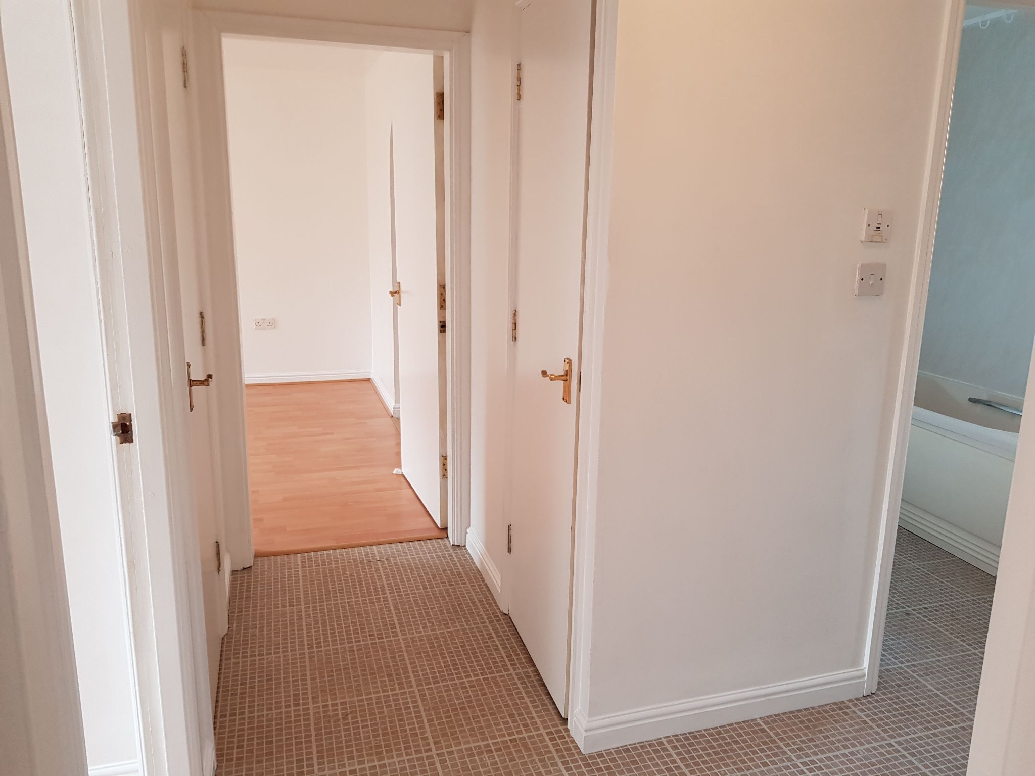 2 Bed Ground Floor Flat/apartment For Sale - Hallway