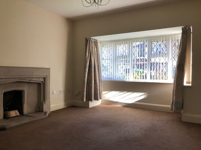 4 Bed Detached House To Rent - Photograph 2