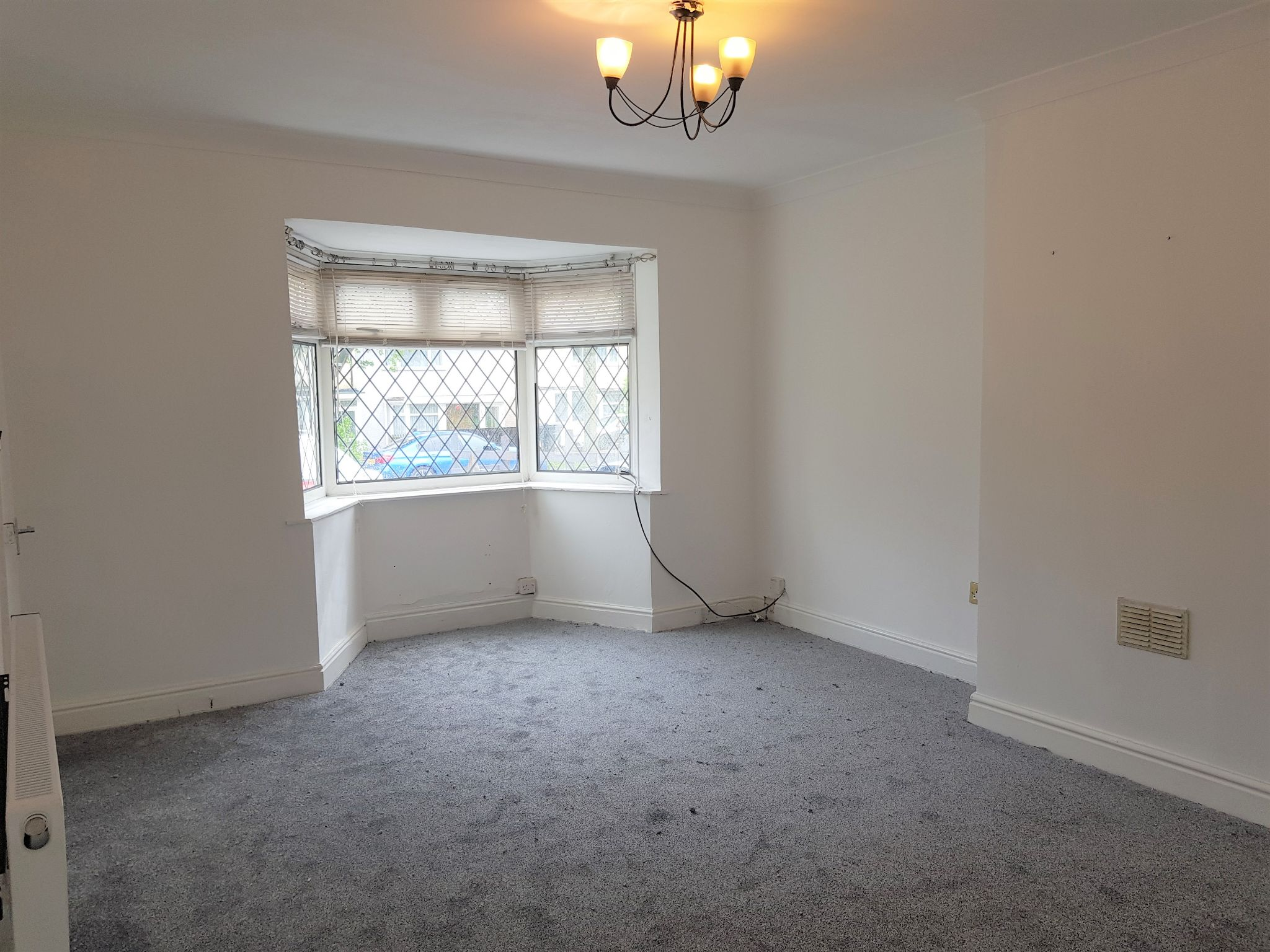 2 Bed Mid Terraced House To Rent - Reception Room