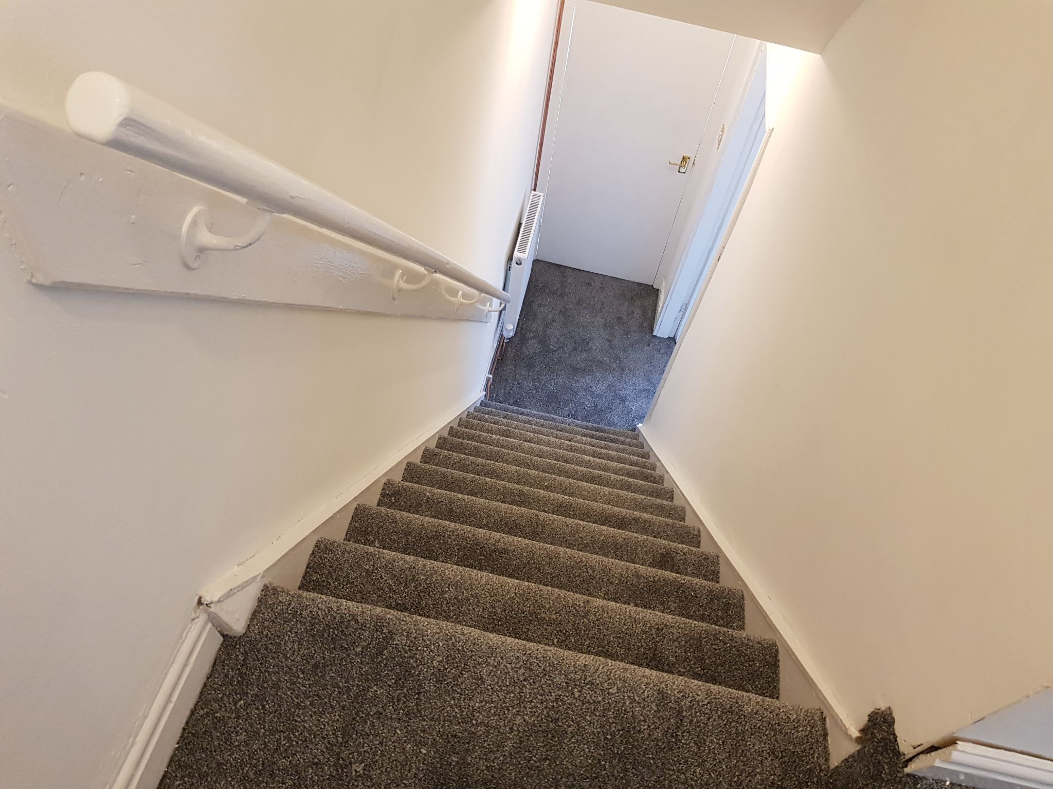 2 Bedroom Mid Terraced House To Rent - Hallway / Stair Case