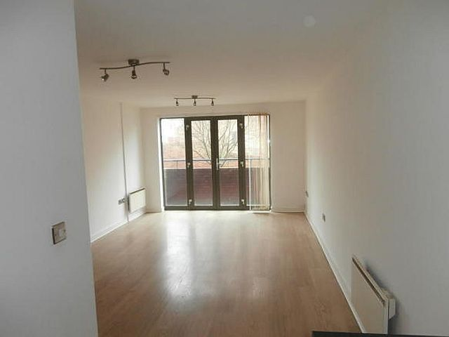 2 Bed Apartment Flat/apartment To Rent - Photograph 2