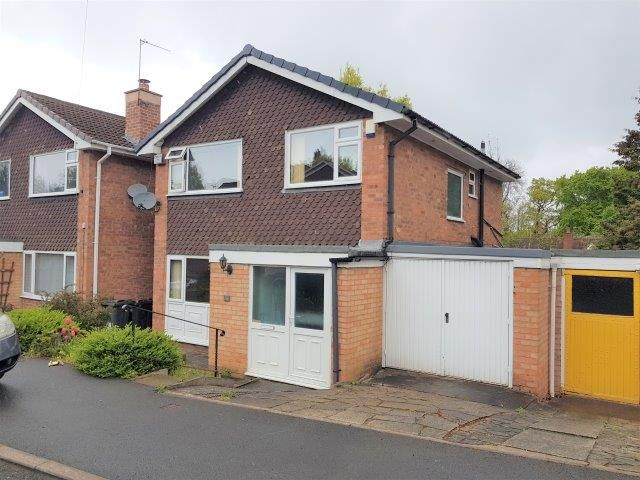 3 Bed Detached House For Sale - Photograph 1