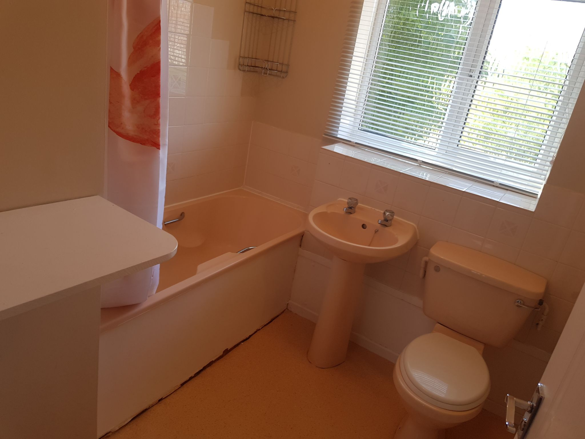 1 Bedroom Apartment Flat/apartment For Sale - Bathroom with Shower over the bath