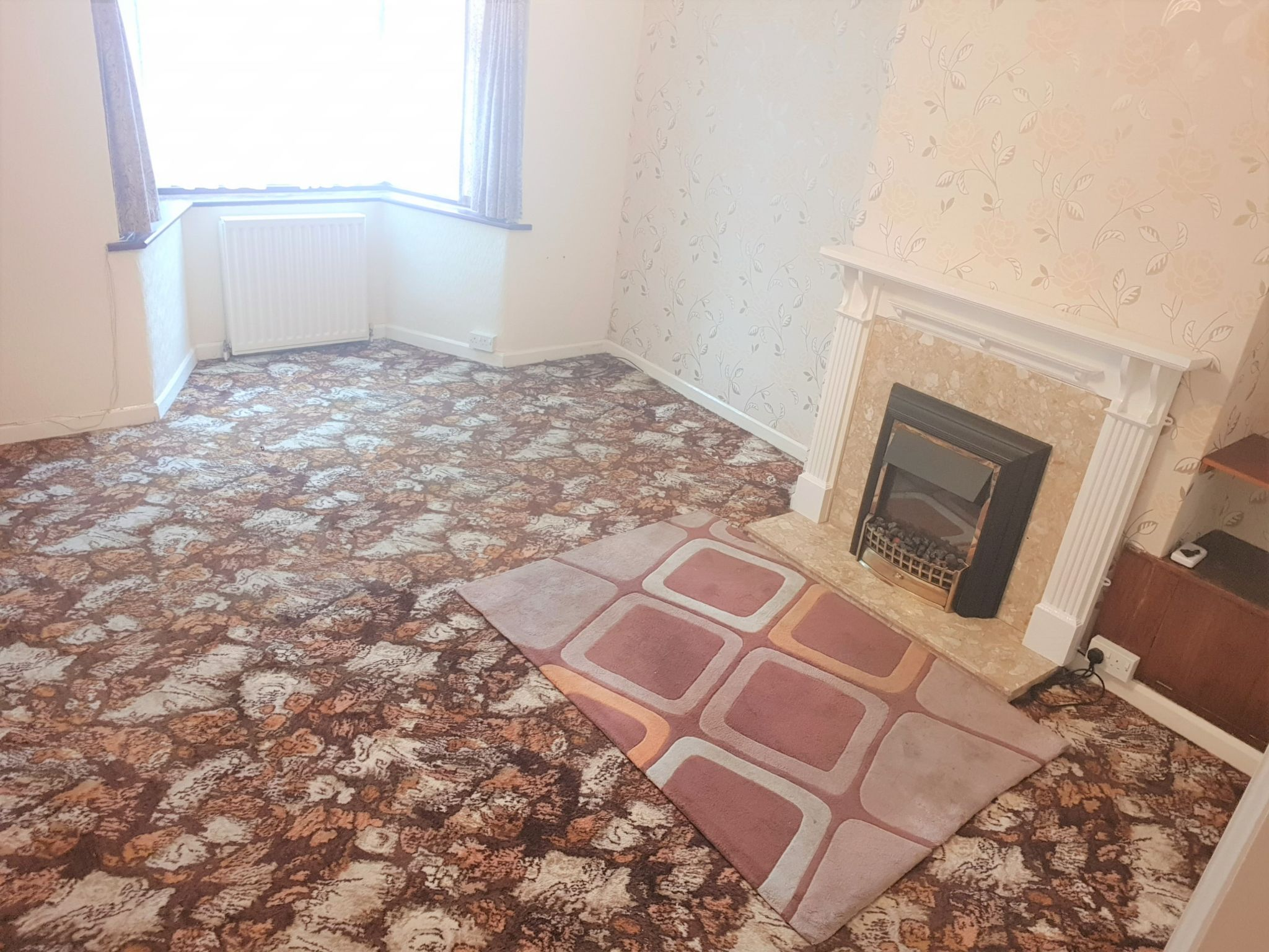 3 Bed Mid Terraced House To Rent - Lounge