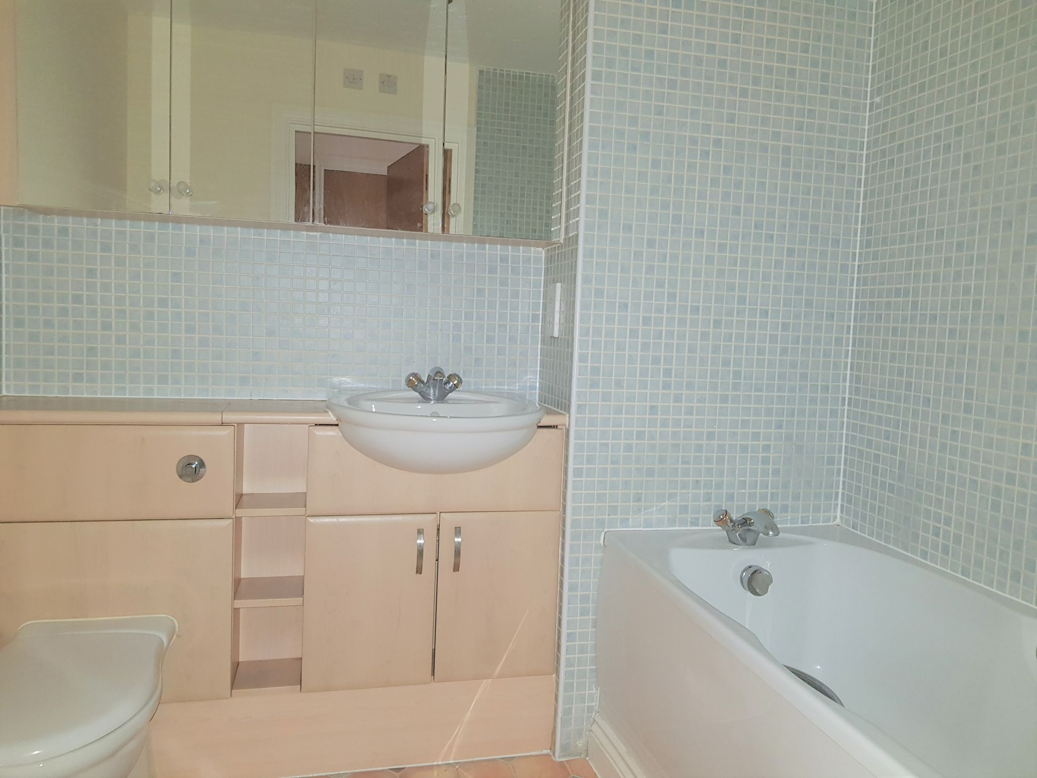 2 Bedroom Apartment Flat/apartment For Sale - Family Bathroom