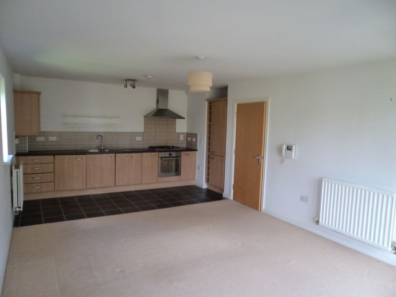2 Bed Apartment Flat/apartment To Rent - Photograph 3