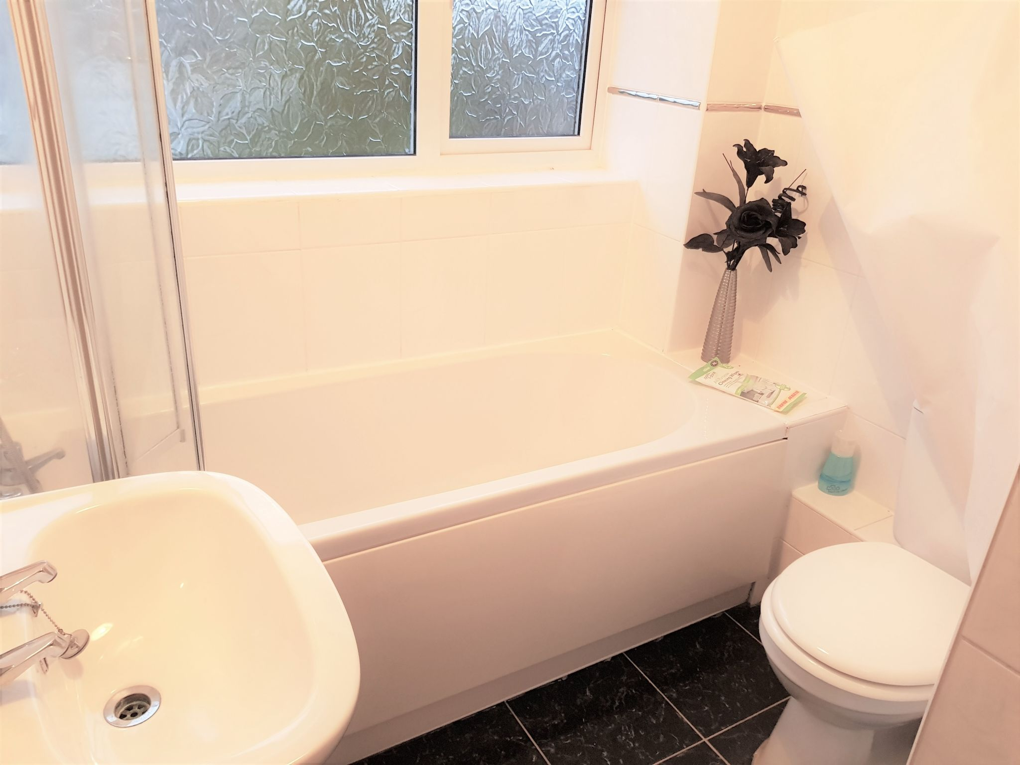 3 Bedroom Semi-detached House To Rent - Family Bathroom