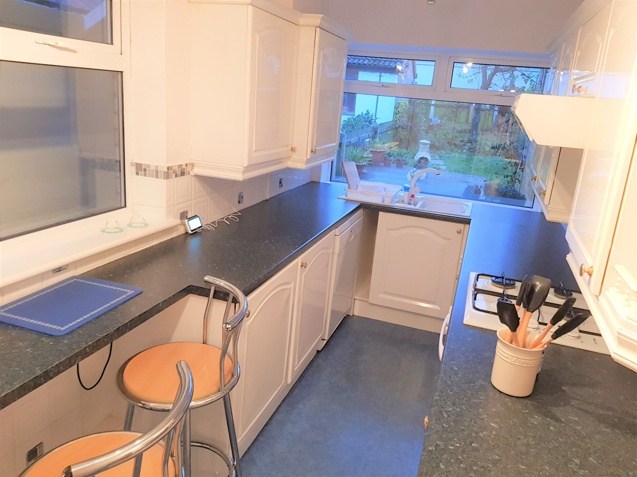 3 Bedroom Semi-detached House To Rent - Kitchen