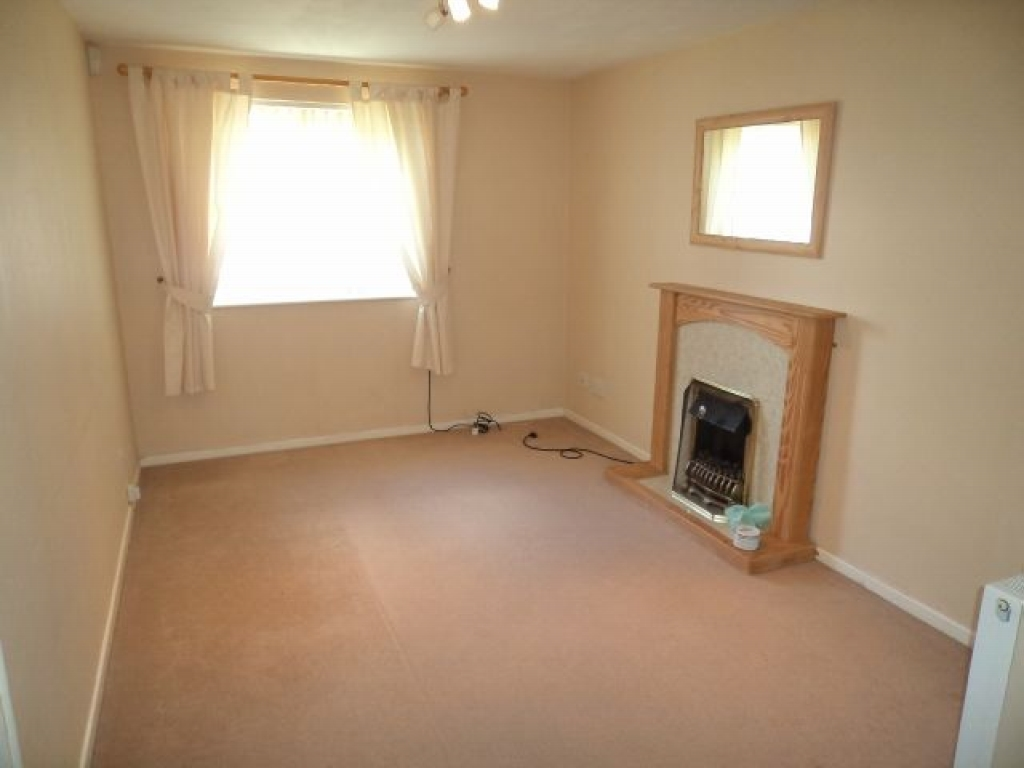 1 Bed Maisonette Flat/apartment To Rent - Photograph 2