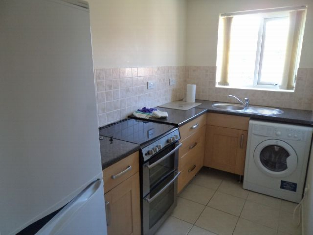 1 Bed Maisonette Flat/apartment To Rent - Photograph 4