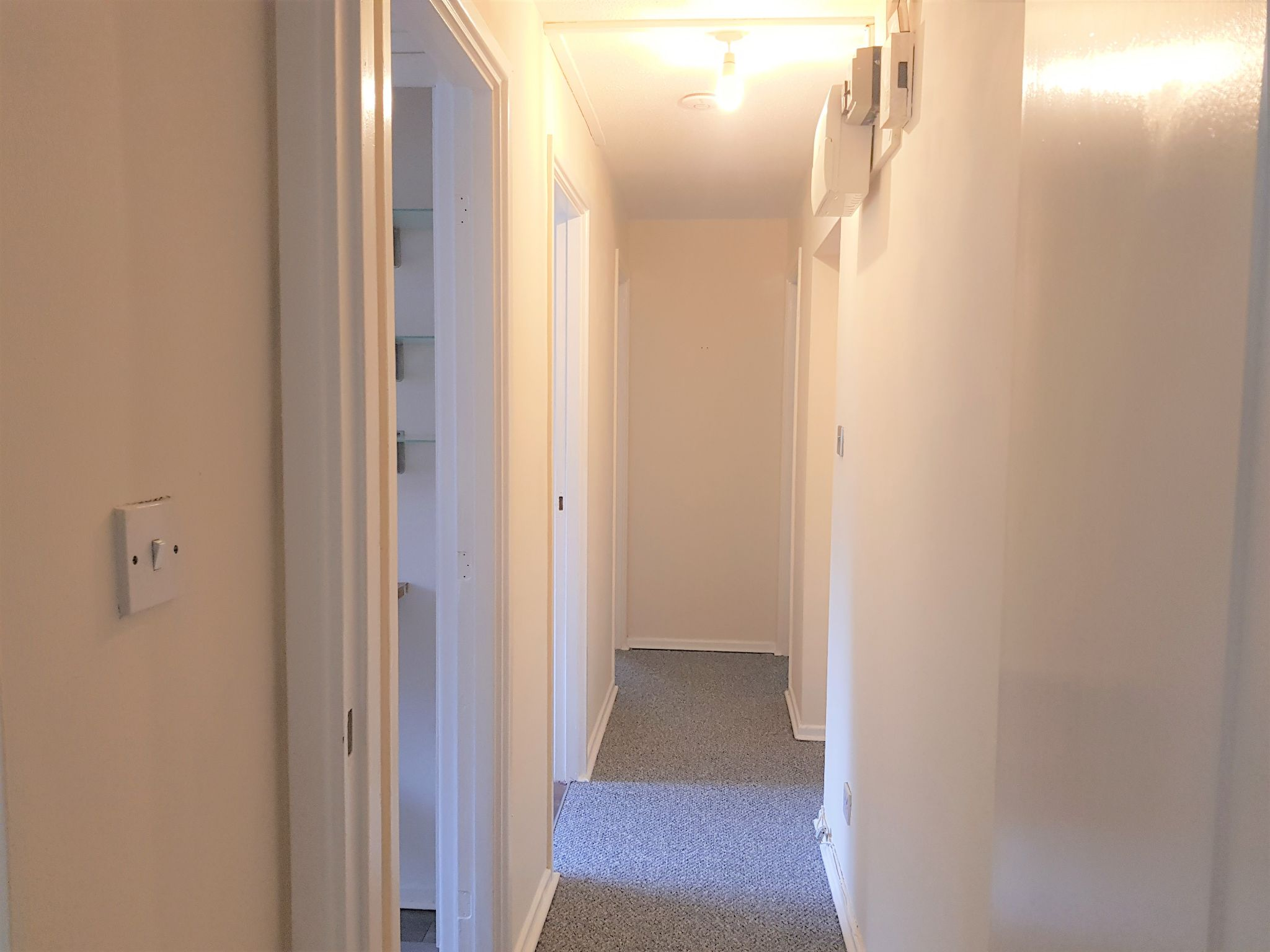 2 Bedroom Apartment Flat/apartment To Rent - Hallway