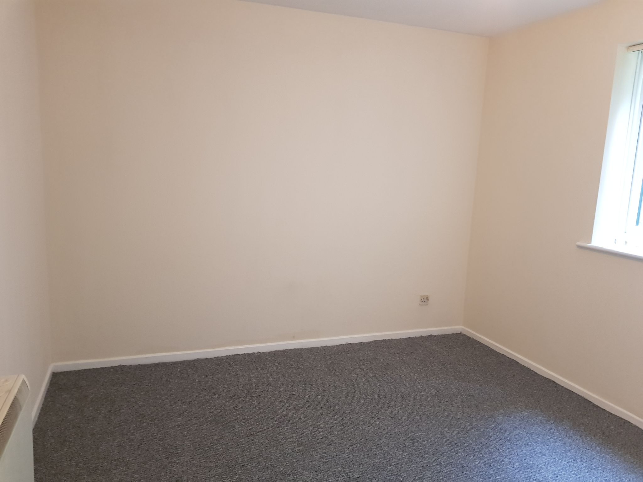 2 Bedroom Apartment Flat/apartment To Rent - Master Bedroom with Storage