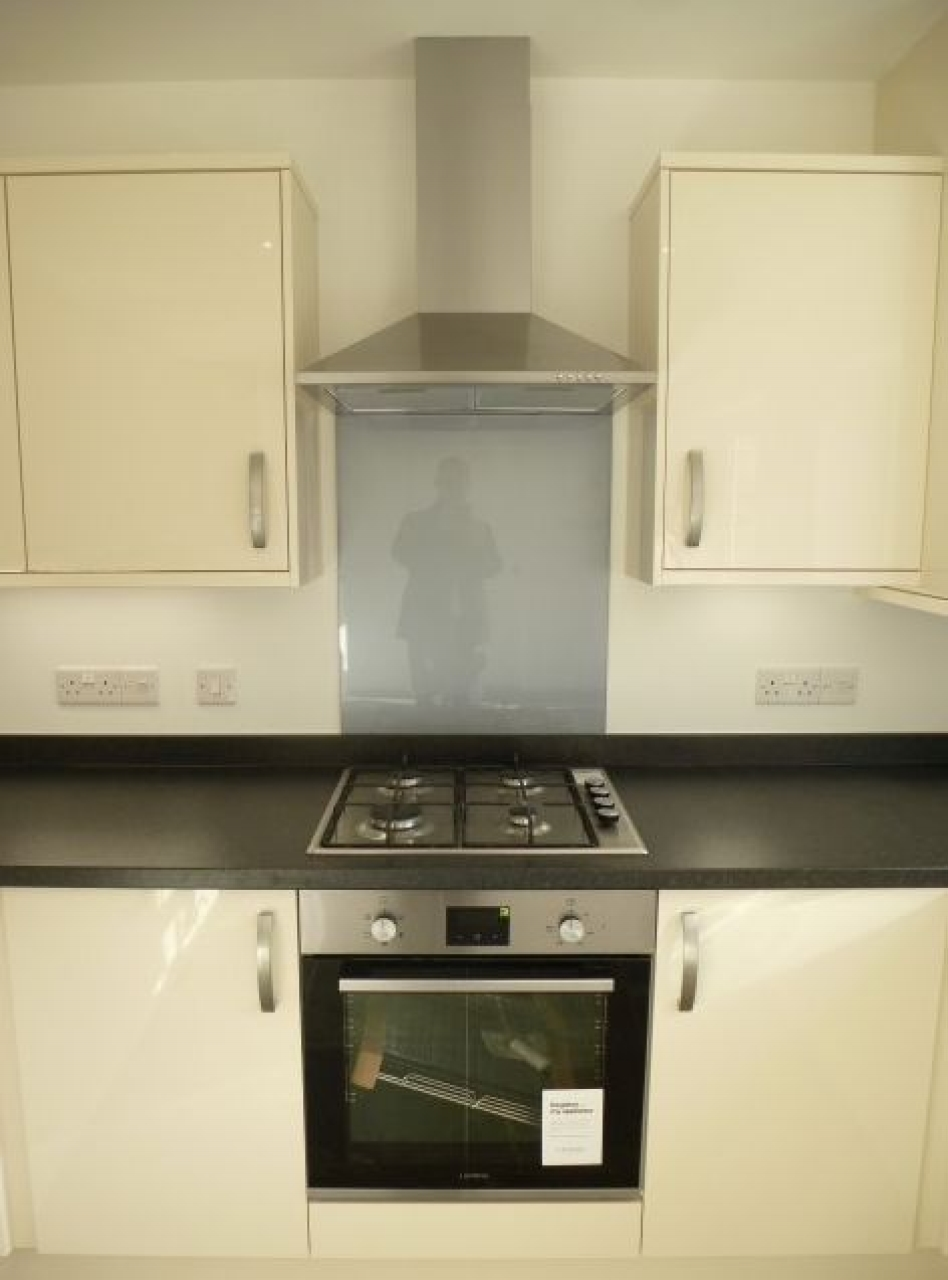 4 Bedroom Detached House To Rent - Photograph 16