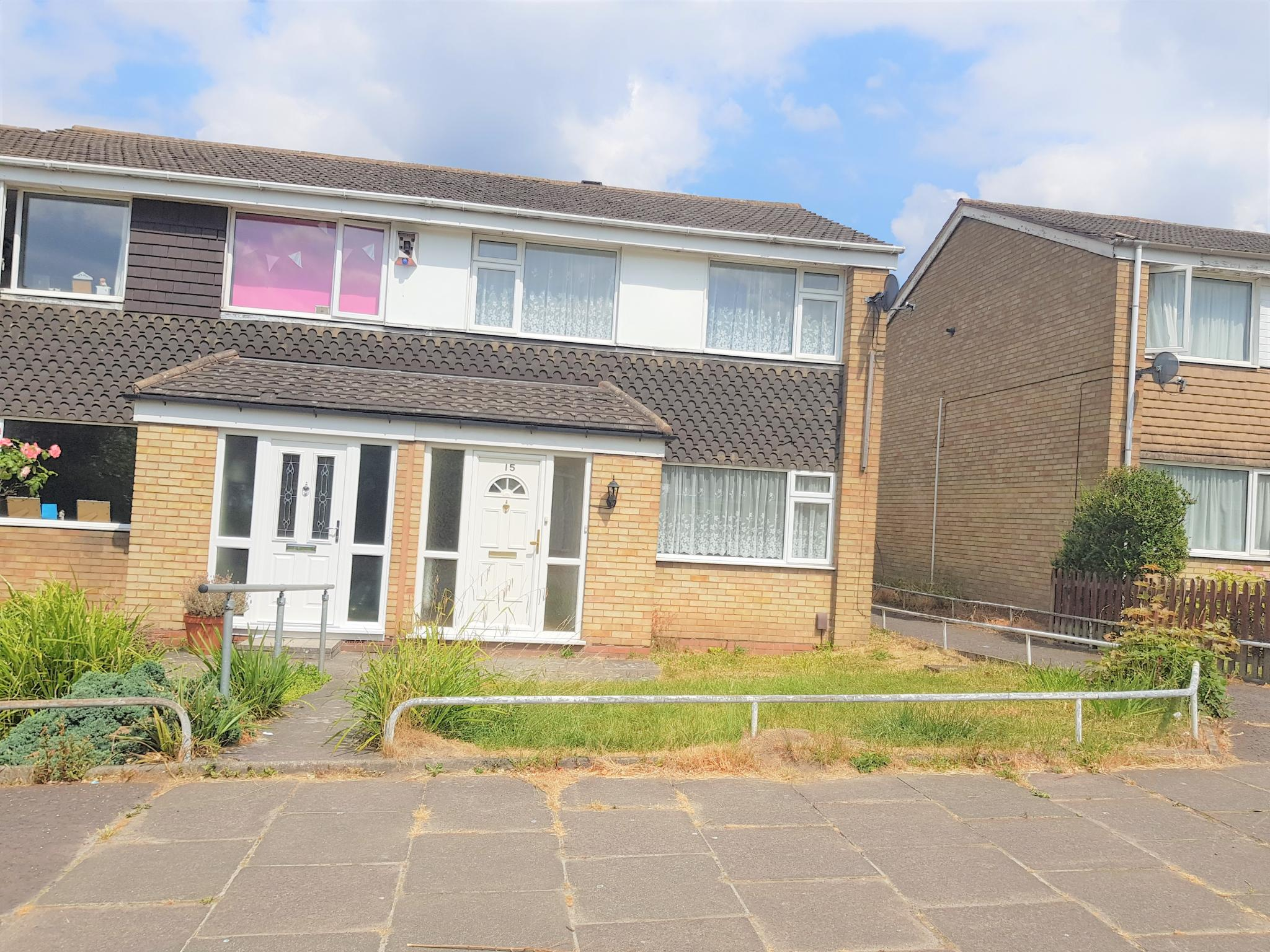 3 Bed Semi-detached House To Rent - Front View