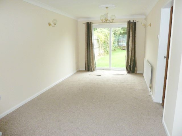4 Bed Detached House To Rent - Through Lounge Rear
