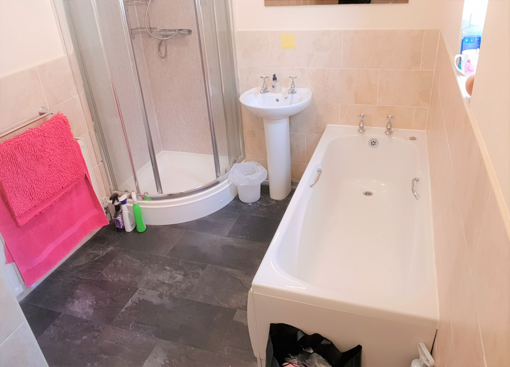 1 Bedroom Shared House To Rent - First Floor Communal Bathroom