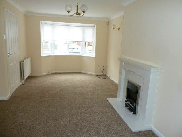 4 Bed Detached House To Rent - Through Lounge Front
