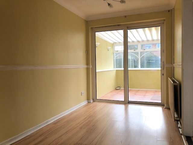 3 Bed Detached House For Sale - Photograph 9