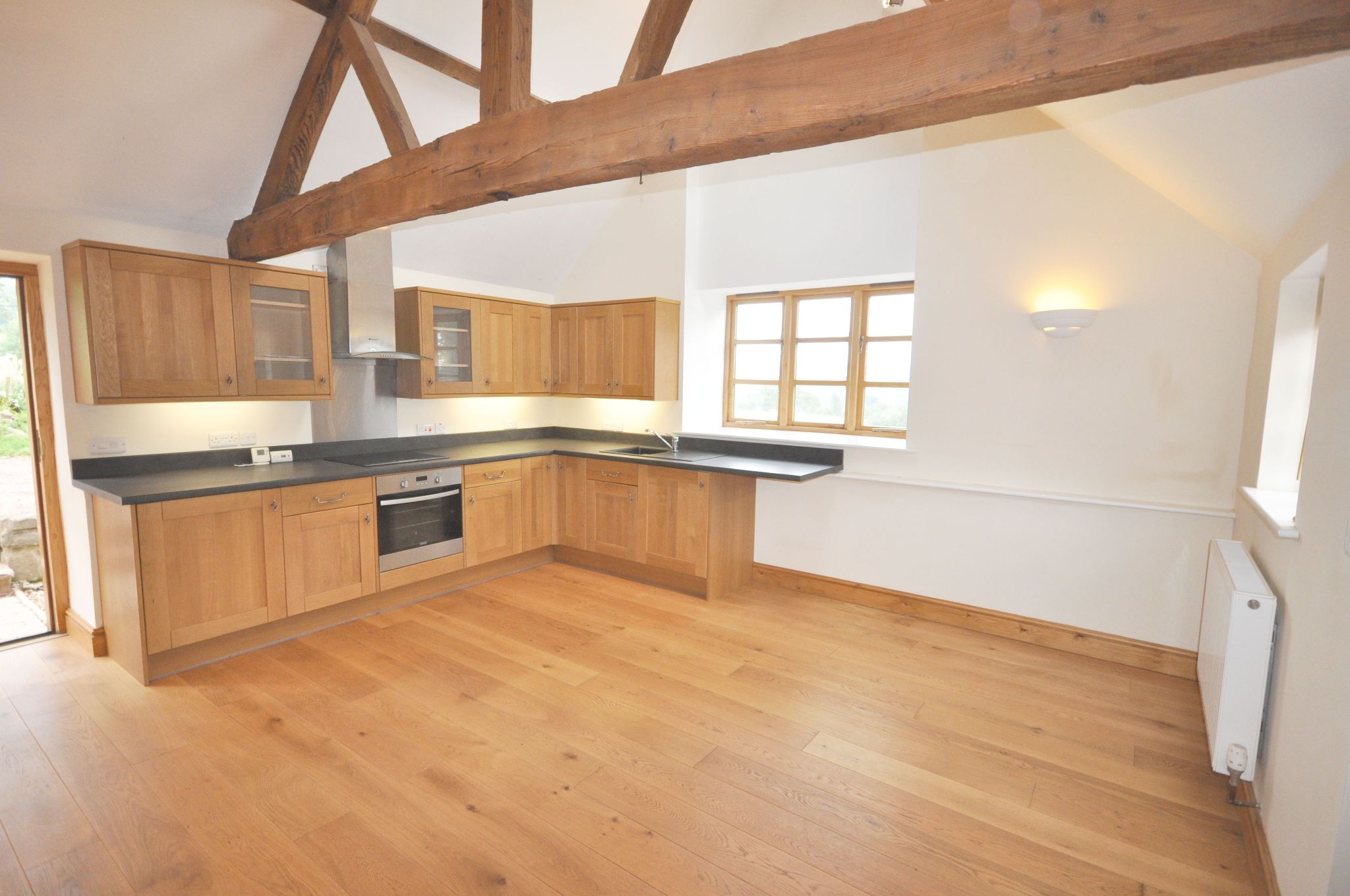 1 Bed Barn Character Property To Rent - Photograph 3
